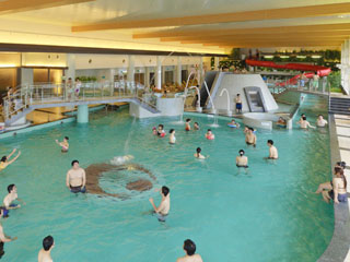 きぬ川ホテル三日月 1年中ご利用いただける室内温水プールです