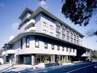 リゾートホテルリ・カーヴ箱根 県道75号線に面した南館