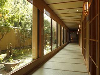 海游能登の庄 畳ロビー:館内の廊下は全て畳敷き