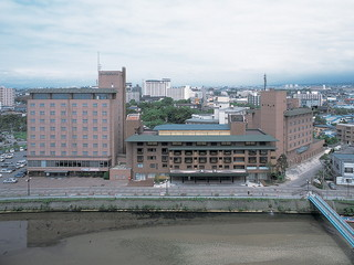 湯の川観光ホテル祥苑 松倉川沿いに建ち目前に津軽海峡を望む絶景の老舗温泉宿