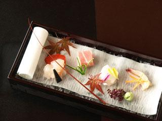 あたみ石亭別邸 桜岡茶寮 桜の季節を映し出す雅な懐石料理