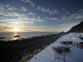 星野リゾート ウトコ オーベルジュ&スパ 室戸岬の絶景を見渡す「タイフーンテラス」
