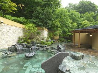 定山渓鶴雅リゾートスパ 森の謌 樹々が生い茂る森に囲まれた露天風呂