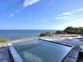 心のリゾート海の別邸ふる川 海との一体感を満喫する露天風呂