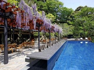 東府やResort&Spa-Izu 足湯を併設したベーカリー&カフェは、宿泊者だけでなく日帰りでも楽しめる