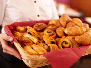 ホテル近鉄京都駅 朝食バイキングでは焼き立てパンをご用意