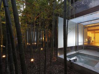 きたの風茶寮 竹林のせせらぎの中で入る露天風呂は、疲れた日常を忘却させる