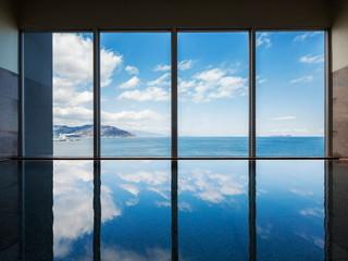 星野リゾート 界 アンジン 内湯の大浴場からも海を一望できる