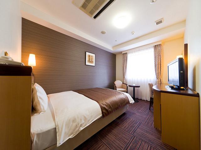 ホテル法華クラブ札幌 シモンズ社製140cmベッドを採用