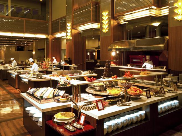 ホテル瑞鳳 和洋中専門の料理人たちが約50種以上の料理をご用意