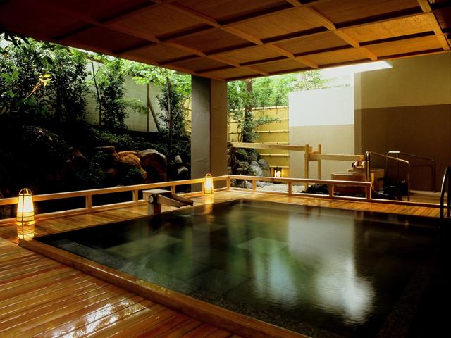 四万グランドホテル 女性 室生の湯(ヒノキ露天風呂)