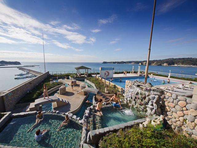 勝浦ホテル三日月 30種以上のスパが楽しめる温泉ドーム「アクアパレス」