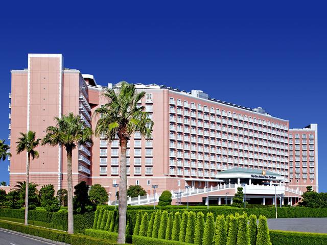 東京ベイ舞浜ホテル クラブリゾート ピンクの外観が印象的なリゾートホテル