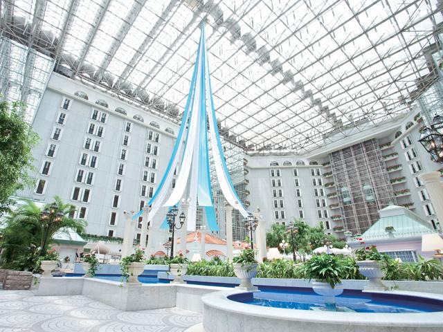 東京ベイ舞浜ホテル クラブリゾート 屋内でも開放的なアトリウムの「街」を散策