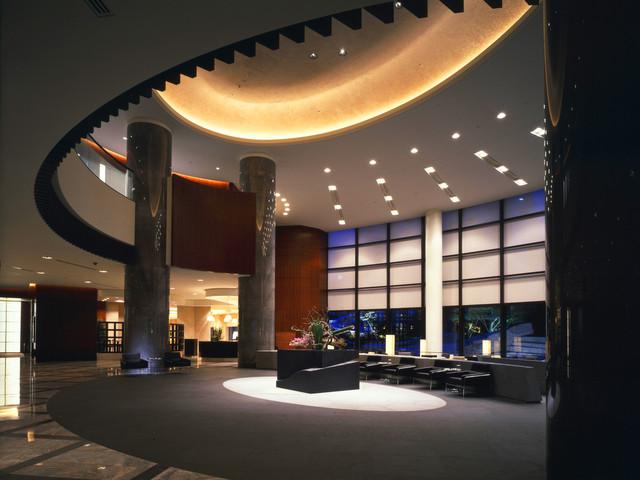 セルリアンタワー東急ホテル 都会の喧噪を忘れさせてくれる落ち着いた雰囲気のロビー