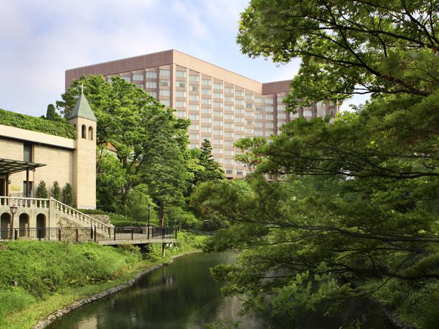 2万坪の緑豊かな庭園に囲まれたホテル
