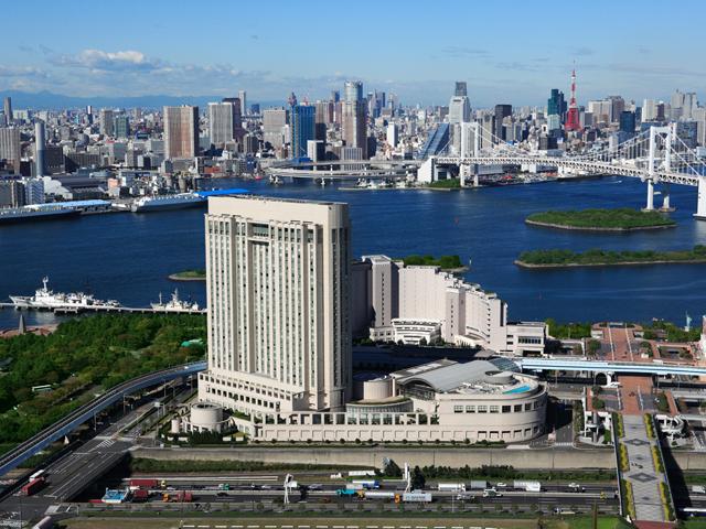 グランドニッコー東京 台場(旧:ホテル グランパシフィック LE DAIBA) 地上100m、30階建ての重厚感のあるホテル