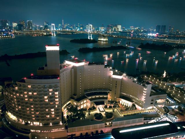 ヒルトン東京お台場 夜のホテル日航東京外観
