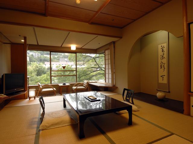 ホテル河鹿荘 ゆとりある和室です