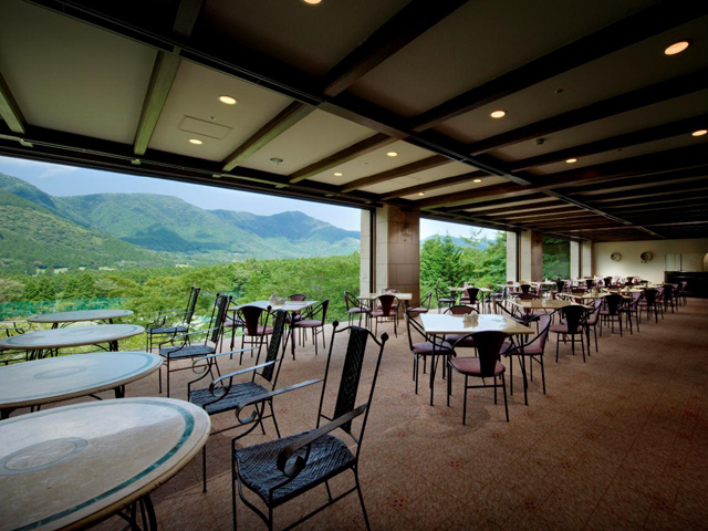 箱根仙石原プリンスホテル 箱根外輪山が一望できるレストラン、グリル