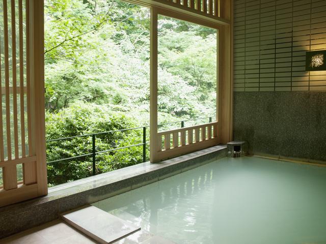 五感が悦ぶ、箱根の森のオーベルジュ 漣-Ren- 箱根の森を望みながら温泉でゆったりとお過ごし下さい
