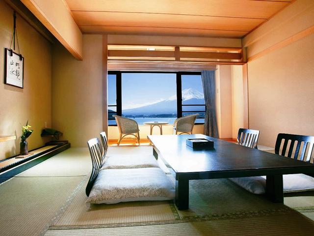 秀峰閣湖月 全室から富士山と河口湖をご覧いただけます