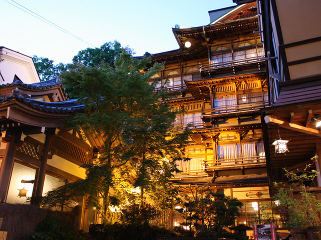 昭和11年完成、文化財となった木造四階建て