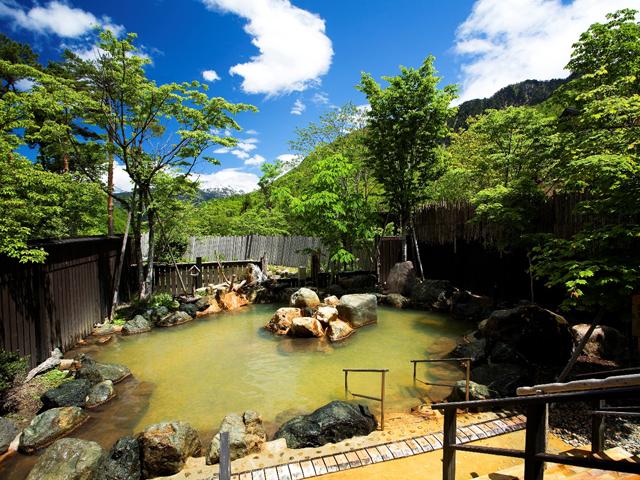 匠の宿 深山桜庵 「大浴場露天風呂」四季折々で湯浴みをお楽しみ下さい
