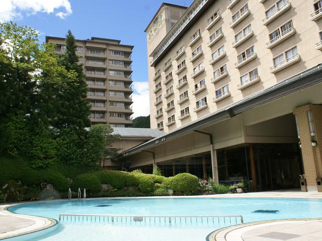 飛騨川沿いに佇む老舗旅館。寛ぎの22時間ステイ