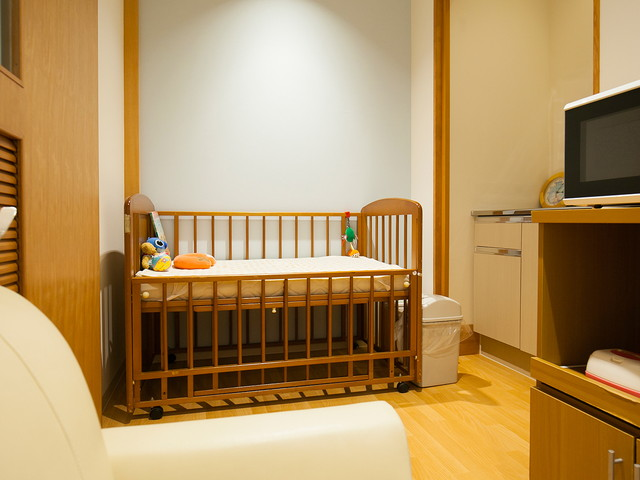 赤ちゃん連れファミリーのために授乳室がある