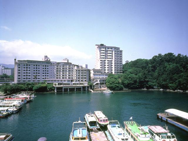 戸田家 鳥羽駅近くに建ち、交通の便もよい