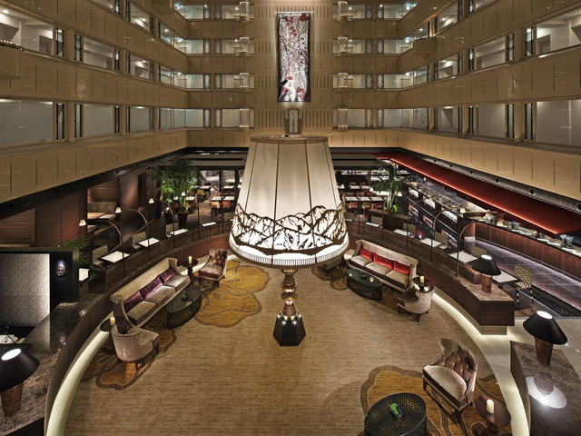 京都センチュリーホテル シンボル「かんじんの京灯り」は多くの人達が集う空間