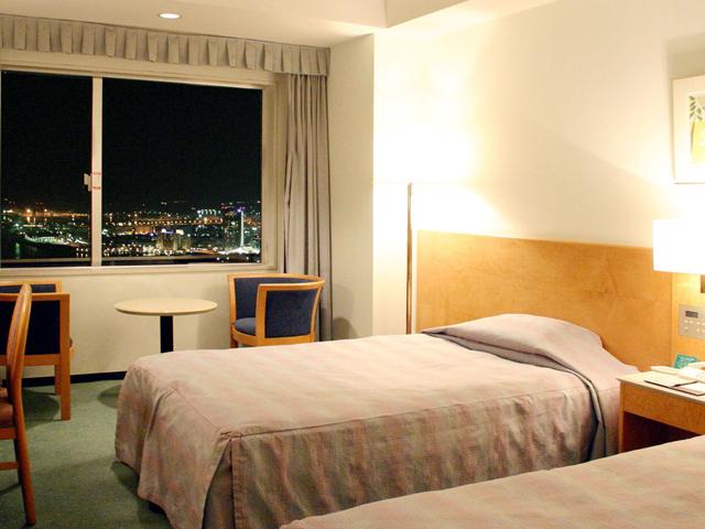 ホテル大阪ベイタワー 全客室30階以上。窓一面に広がる景色をお楽しみ下さい