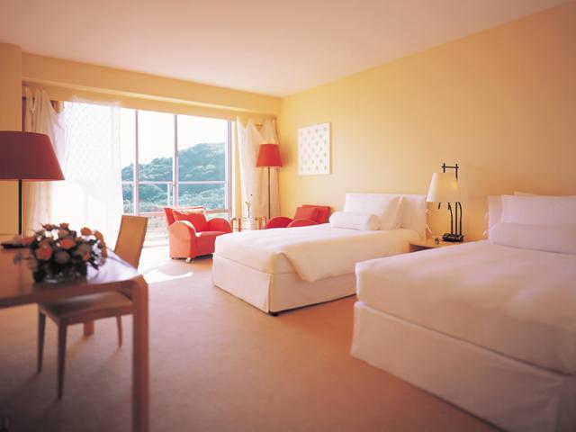 ウェスティンホテル淡路 開放感と光溢れる客室は、眺望豊かな全室バルコニー付き