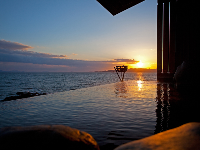 赤穂温泉 銀波荘 天海の湯の露天風呂と夕映え