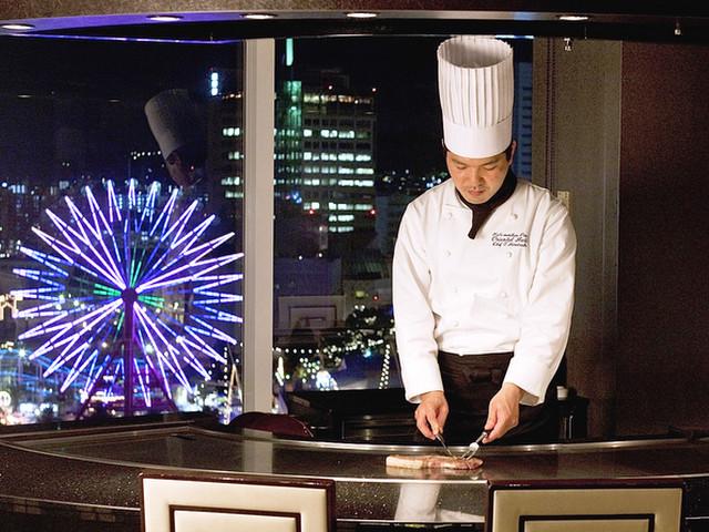 神戸メリケンパークオリエンタルホテル 神戸の夜景と共に神戸牛のステーキが味わえる