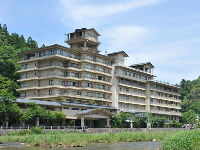 三朝温泉 依山楼岩崎 三朝川の眺望随一のお風呂と庭園が自慢の老舗旅館