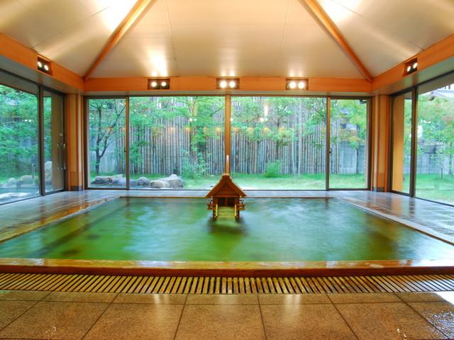 星野リゾート 界 出雲 出雲大社を模した湯口から美肌の湯が流れる大浴場