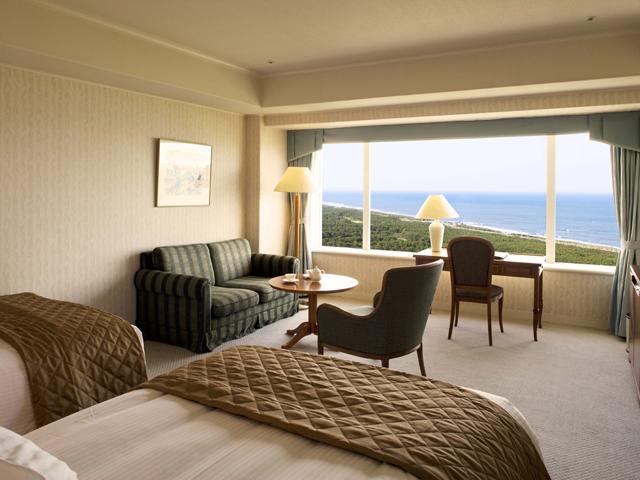 シェラトン・グランデ・オーシャンリゾート 客室は50平米~と、都会では考えられない贅沢な広さ