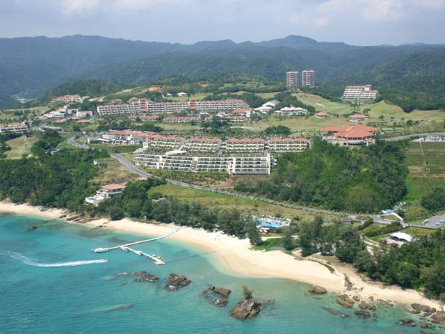 カヌチャベイホテル&ヴィラズ 広大な敷地に8タイプの宿泊施設が点在する楽園リゾート