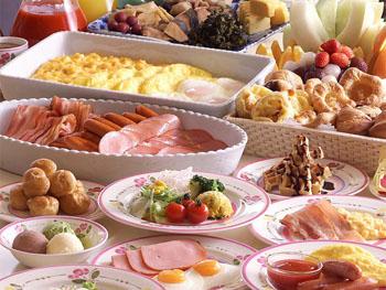 50種類以上のバラエティ豊かな朝食ブッフェ