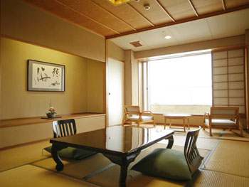 全室和室の葵館客室例。畳のお部屋でゴロンと