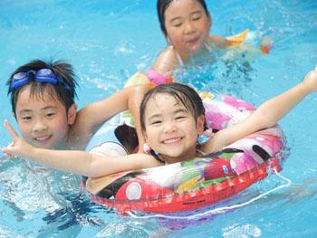年中利用できる温水プール
