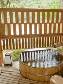 花の宿松や 客室の露天風呂