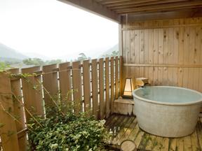 強羅天翠 客室の露天風呂