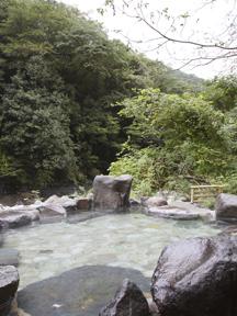 豊栄荘 川面を渡る風が心地よい露天風呂