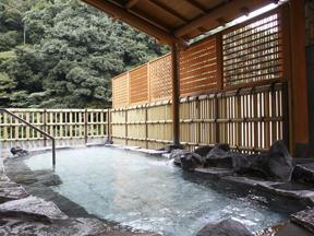 箱根パークス吉野 山の緑が露天に映えのんびりムード満載の展望露天風呂