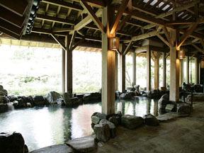 岩沼屋 広々とした岩造りの大浴場
