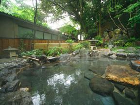 吉田屋山王閣 岩の浴槽でのんびり浸かれる露天風呂