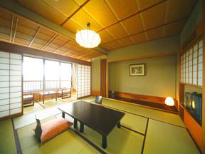 家族の笑顔に会える宿 山代温泉 宝生亭 華美な装飾を排除したシンプルな標準客室